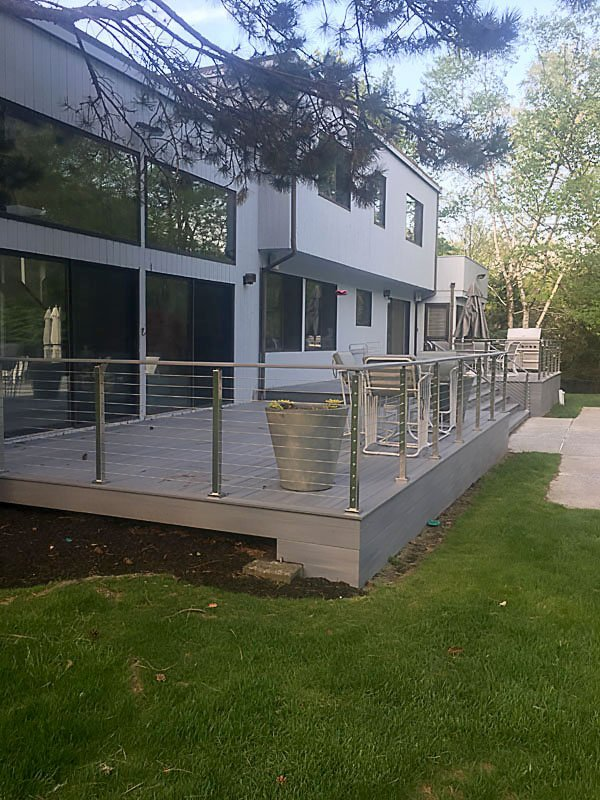 deck with cable rail railing